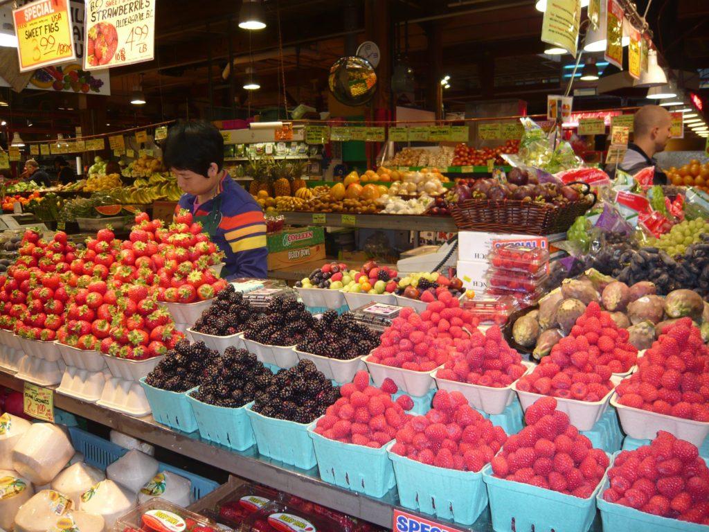 採れたての果実類